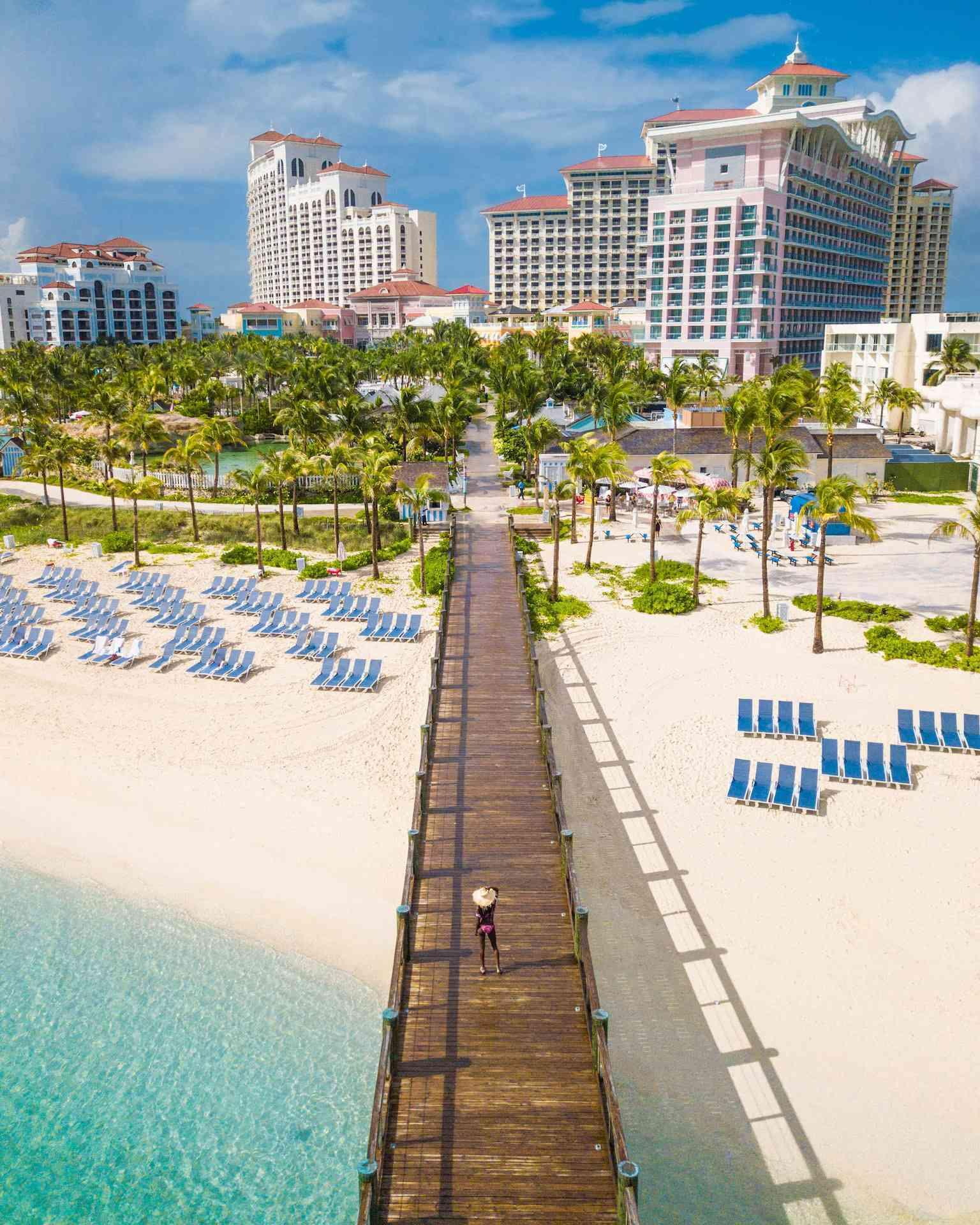 Pier leading to baha mar