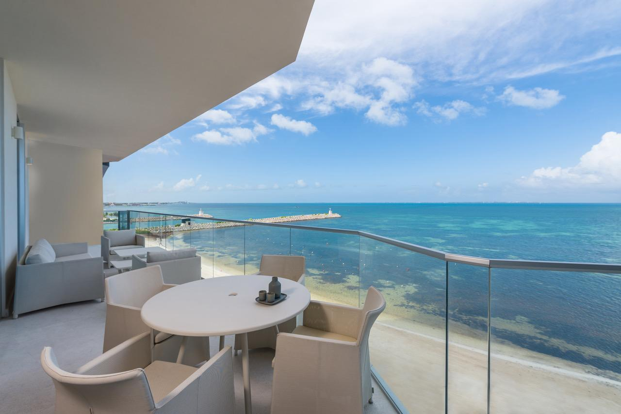 SLS Cancun Residence Patio