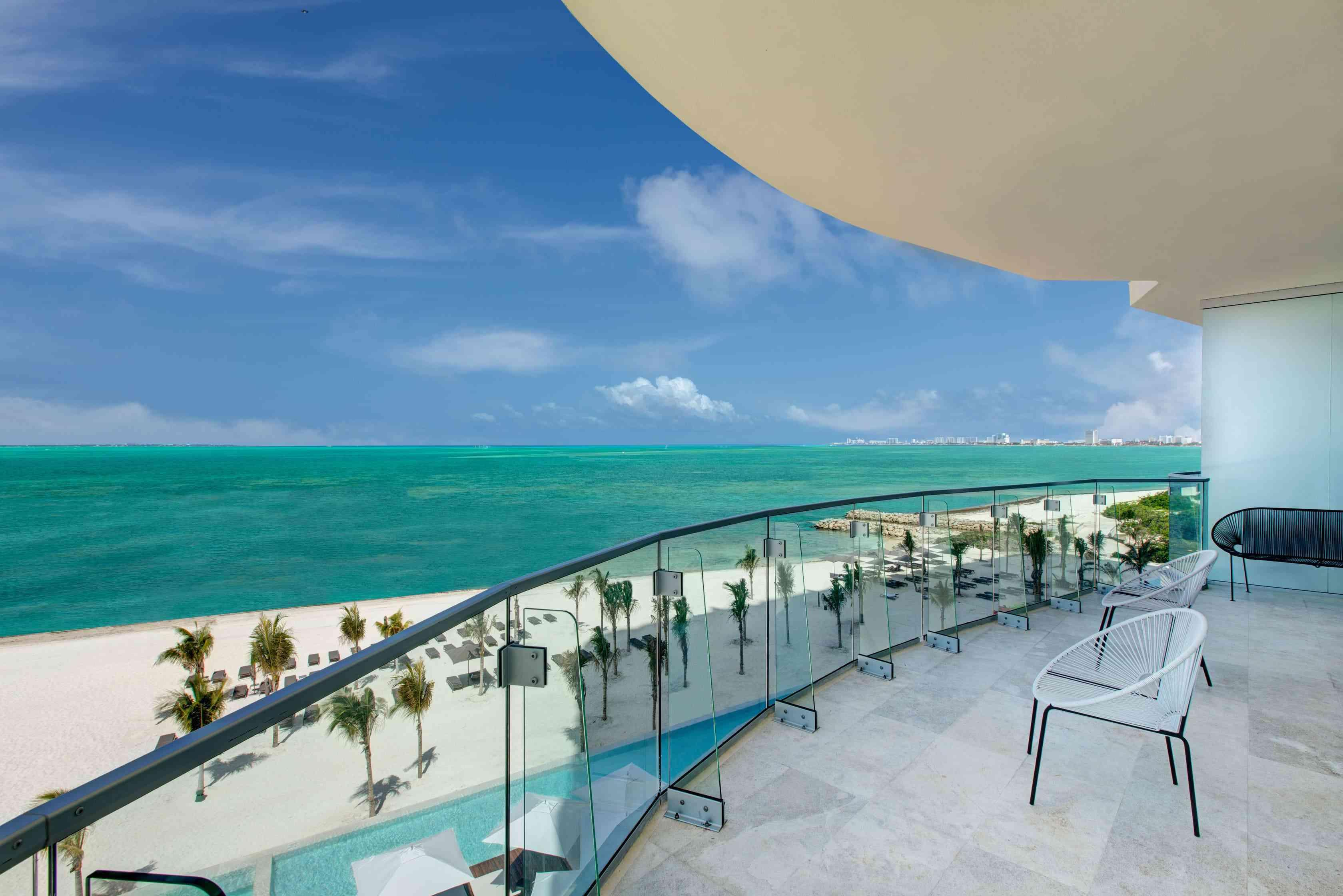Rounded balcony with a view of the beach