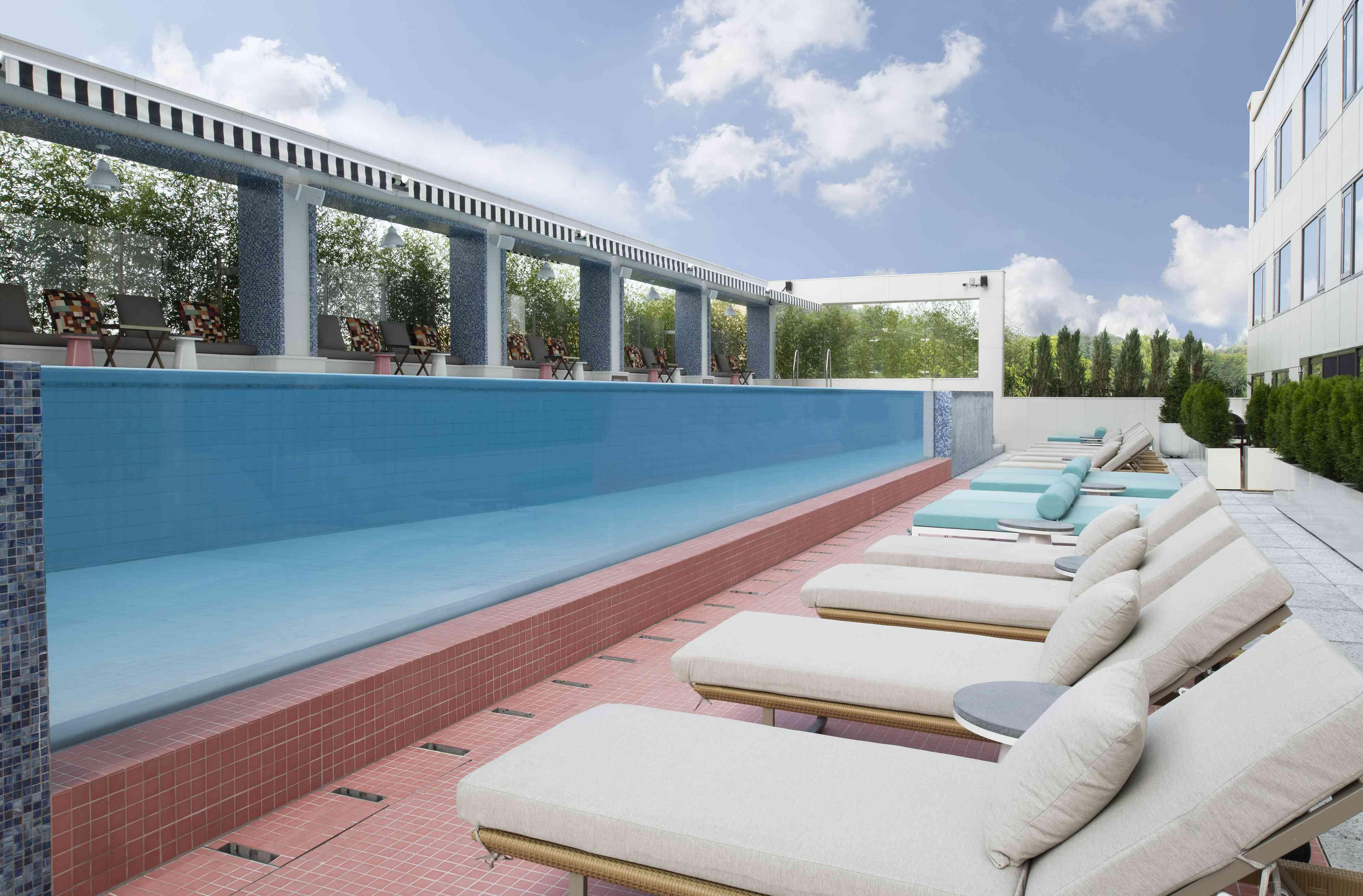 altitude pool and lounge